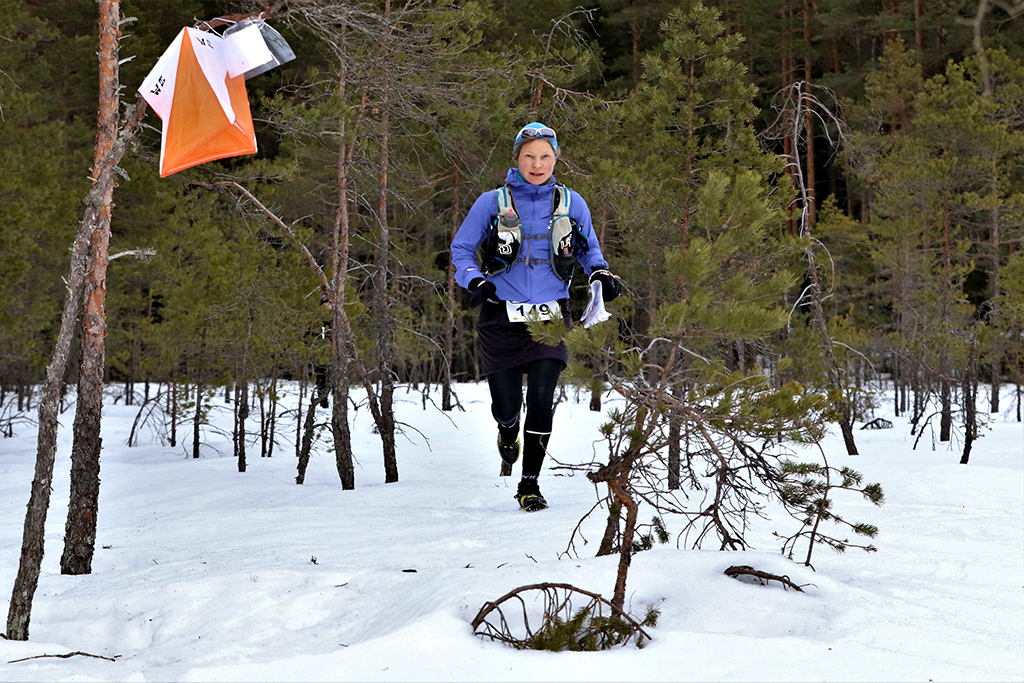 NTR 2019 8 Nainen-juoksee-metsälampirastille